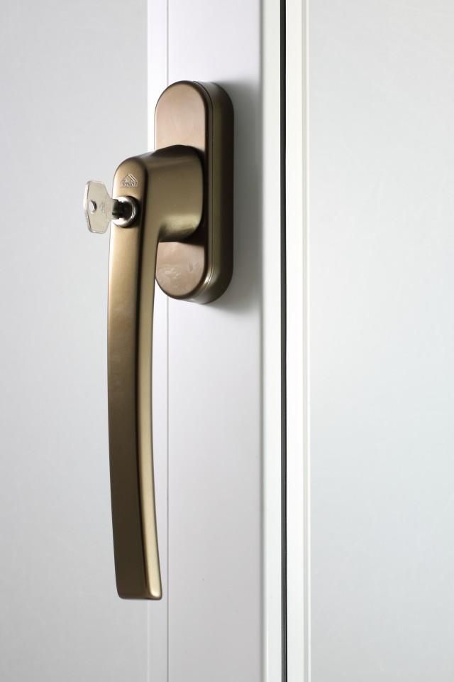 Klamka Patio Automatic średni brąz z kluczem